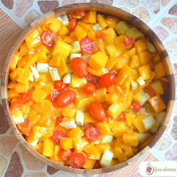 Salata sa mangom