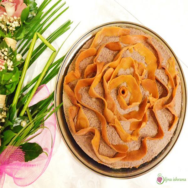 Sirova torta sa breskvama