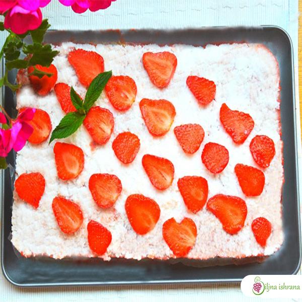 Sirova torta sa jagodama