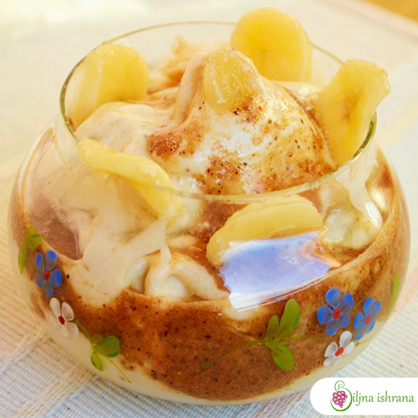 Voćni sladoled u toplom sosu