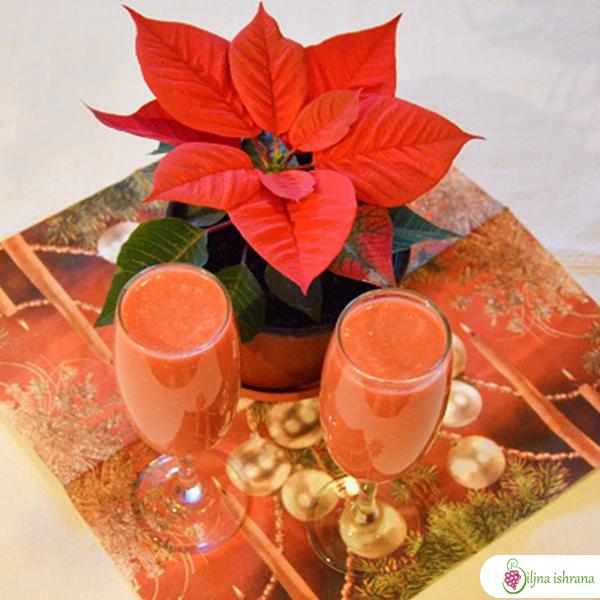 Voćni napitak za vinske čaše